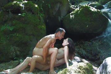 Szexparti és szendvics szex a dzsungelben